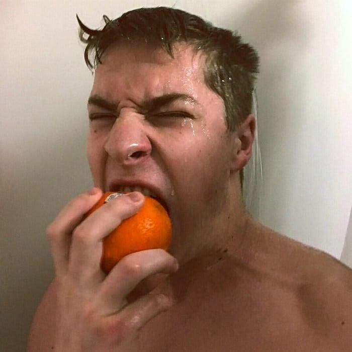 Existe uma comunidade online feita para pessoas que gostam de tomar banho de laranjas 18