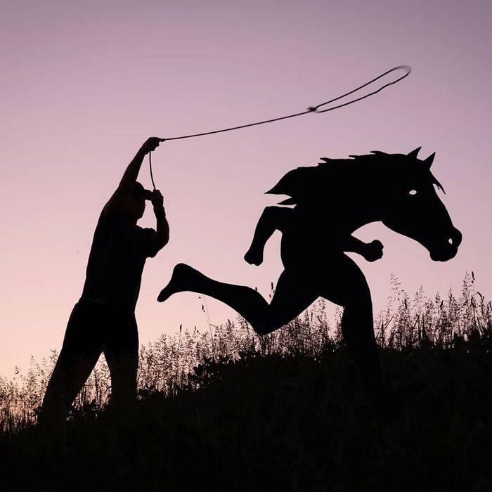 Este artista recorta papelão para criar obras mágicas ao pôr do sol 10