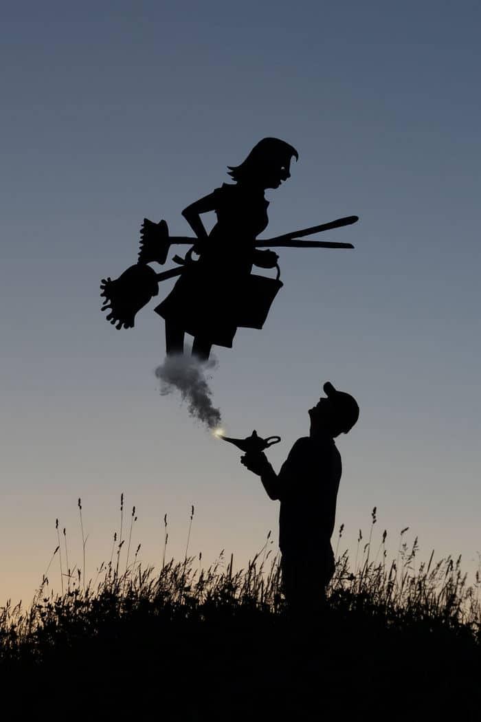 Este artista recorta papelão para criar obras mágicas ao pôr do sol 19