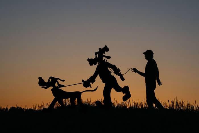 Este artista recorta papelão para criar obras mágicas ao pôr do sol 20