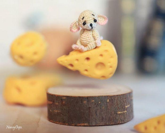 Este artista russa cria pequenos bichinhos de pelúcia de crochê que você pode levar a qualquer lugar (20 fotos) 3