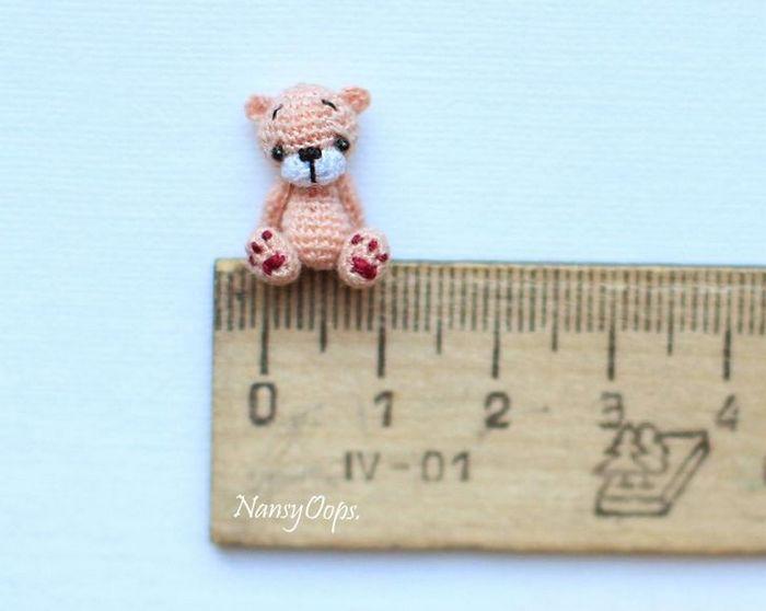 Este artista russa cria pequenos bichinhos de pelúcia de crochê que você pode levar a qualquer lugar (20 fotos) 5