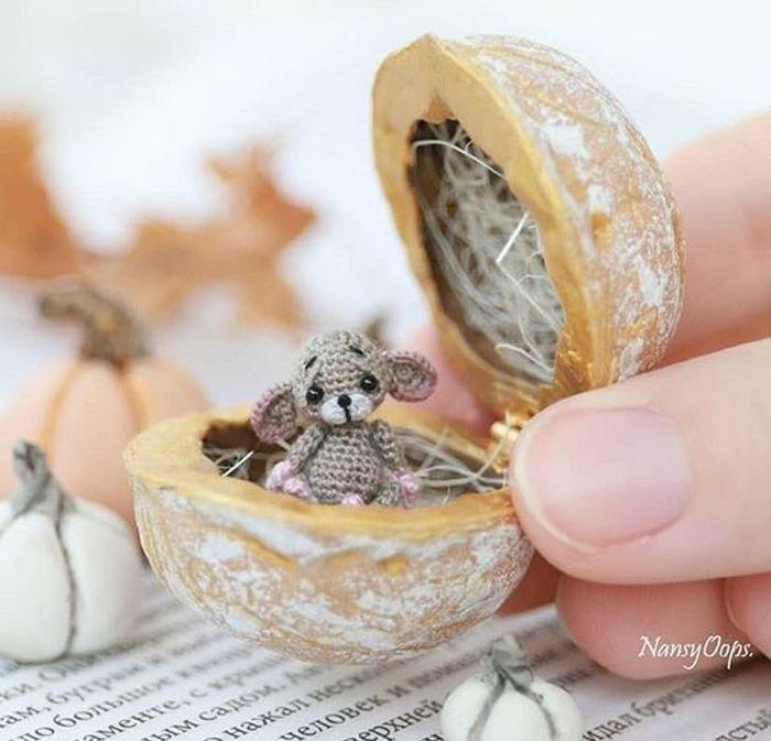 Este artista russa cria pequenos bichinhos de pelúcia de crochê que você pode levar a qualquer lugar (20 fotos) 7
