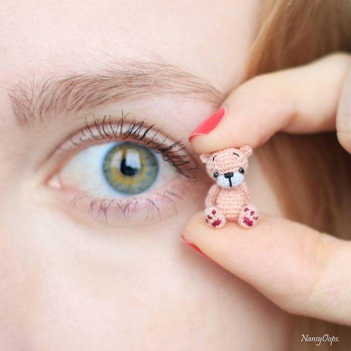 Este artista russa cria pequenos bichinhos de pelúcia de crochê que você pode levar a qualquer lugar (20 fotos) 8