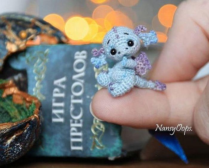 Este artista russa cria pequenos bichinhos de pelúcia de crochê que você pode levar a qualquer lugar (20 fotos) 16