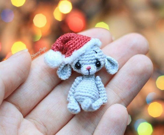 Este artista russa cria pequenos bichinhos de pelúcia de crochê que você pode levar a qualquer lugar (20 fotos) 17