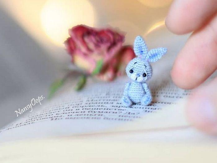 Este artista russa cria pequenos bichinhos de pelúcia de crochê que você pode levar a qualquer lugar (20 fotos) 20