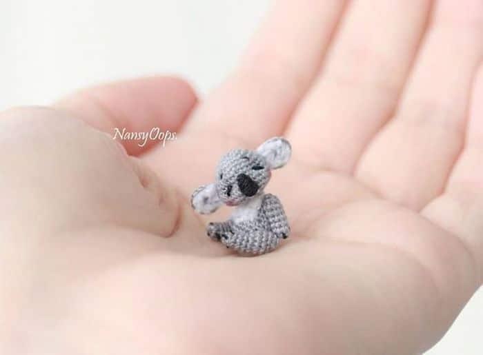 Este artista russa cria pequenos bichinhos de pelúcia de crochê que você pode levar a qualquer lugar (20 fotos) 21