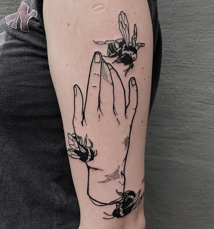 24 tatuagens minimalistas que são o equilíbrio ideal entre ousado e elegante 7
