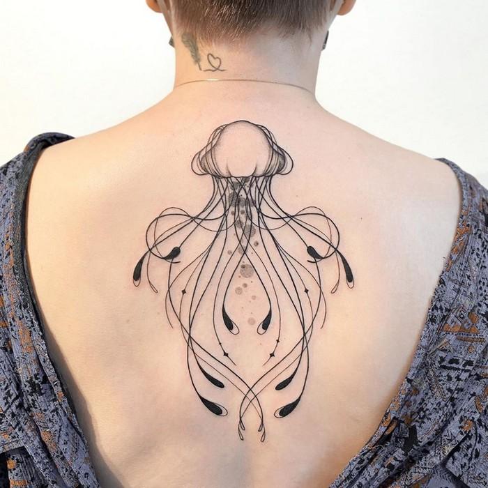 24 tatuagens minimalistas que são o equilíbrio ideal entre ousado e elegante 8
