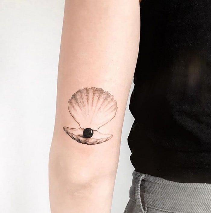 24 tatuagens minimalistas que são o equilíbrio ideal entre ousado e elegante 11