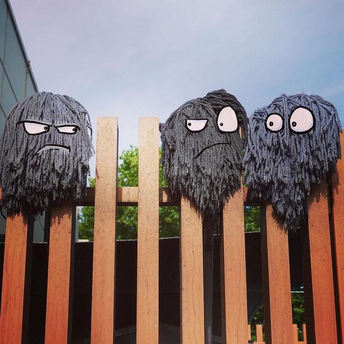 Um ilustrador adiciona monstros engraçados pela cidade 13