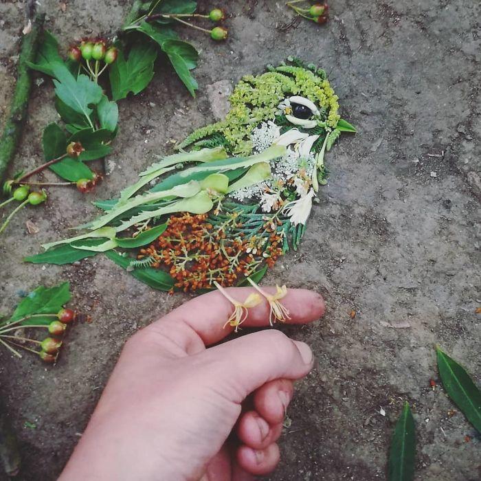 Artista usa coisas que encontra nas florestas para criar lindas mandalas de pássaros 10