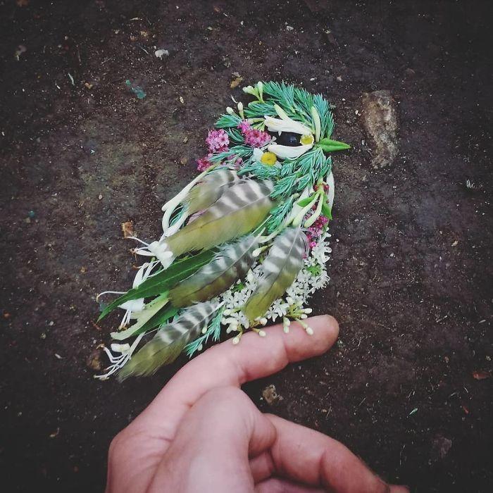 Artista usa coisas que encontra nas florestas para criar lindas mandalas de pássaros 11
