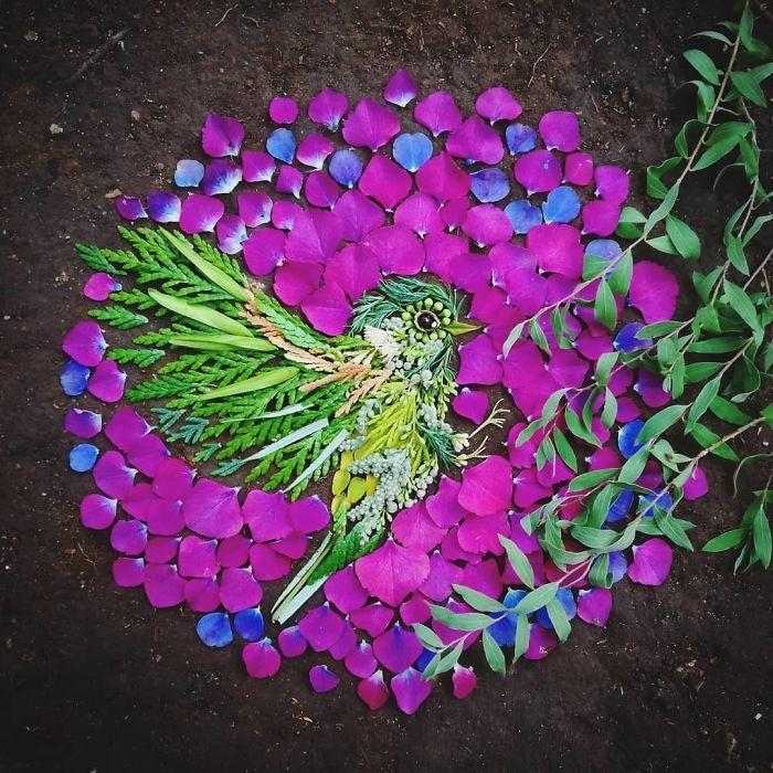 Artista usa coisas que encontra nas florestas para criar lindas mandalas de pássaros 16