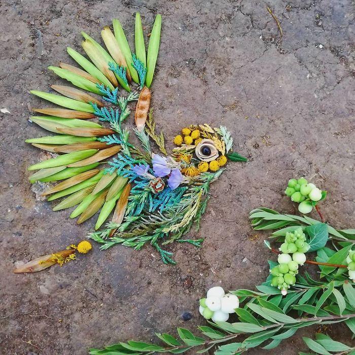 Artista usa coisas que encontra nas florestas para criar lindas mandalas de pássaros 29
