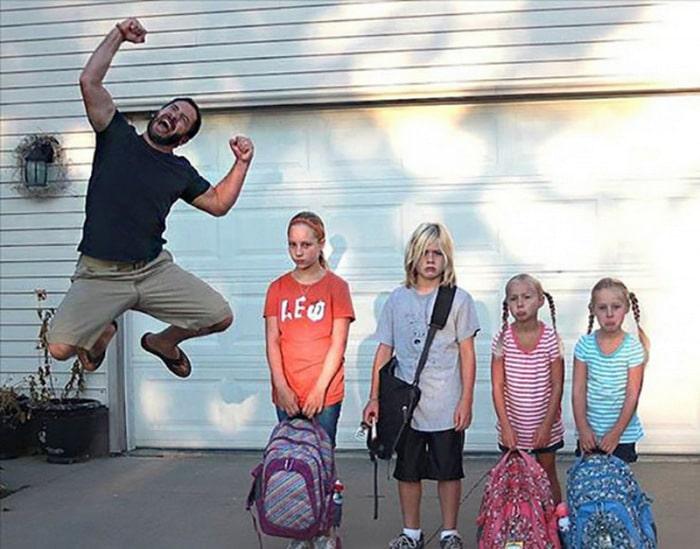 Pais postam aquele momento horrível em que seus filhos voltam para a escola 9