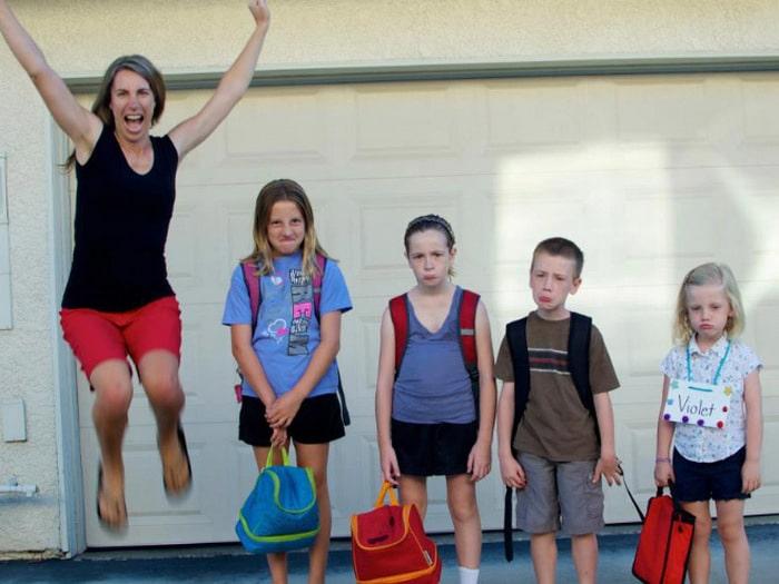 Pais postam aquele momento horrível em que seus filhos voltam para a escola 12