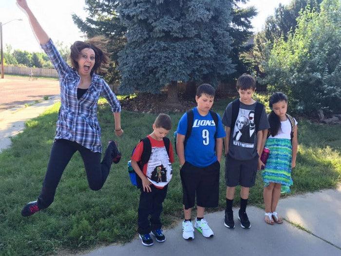 Pais postam aquele momento horrível em que seus filhos voltam para a escola 14