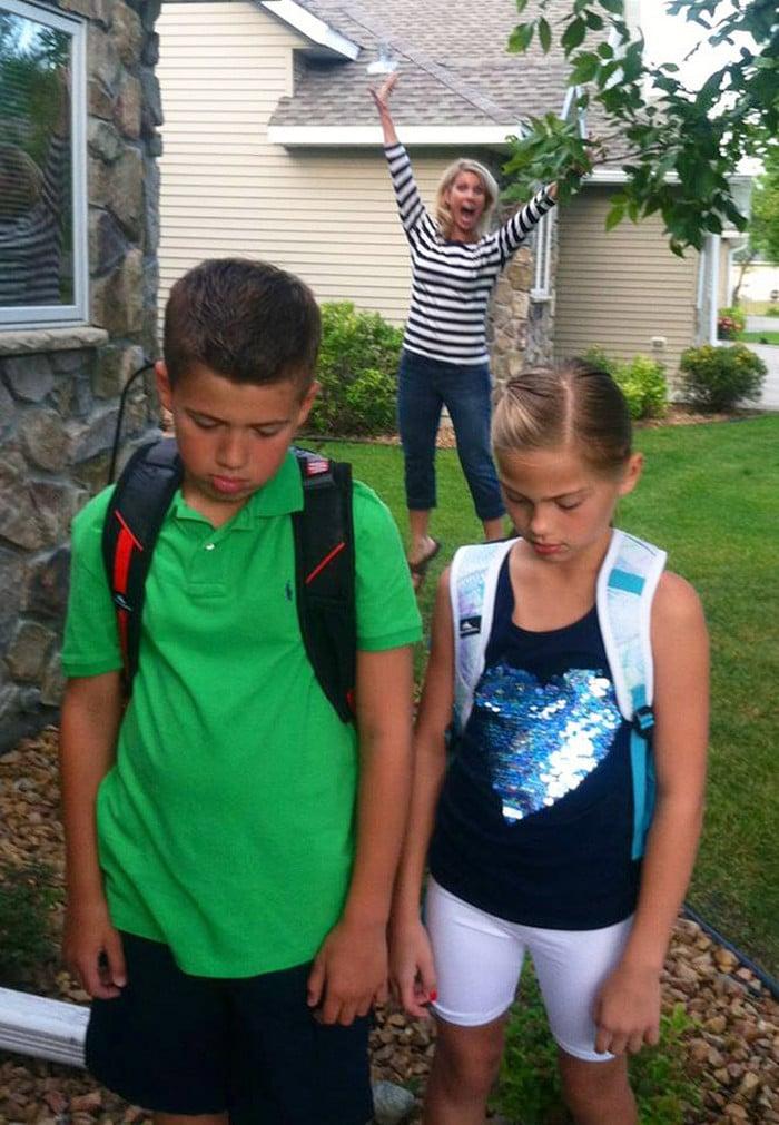 Pais postam aquele momento horrível em que seus filhos voltam para a escola 22
