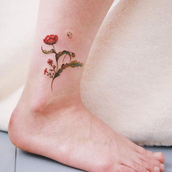 49 tatuagens pequenas para tornozelos que vão te encantar: são discretas e lindas! 12