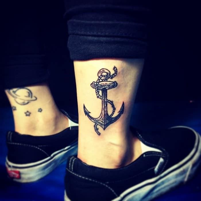 49 tatuagens pequenas para tornozelos que vão te encantar: são discretas e lindas! 16