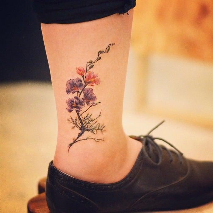 49 tatuagens pequenas para tornozelos que vão te encantar: são discretas e lindas! 35