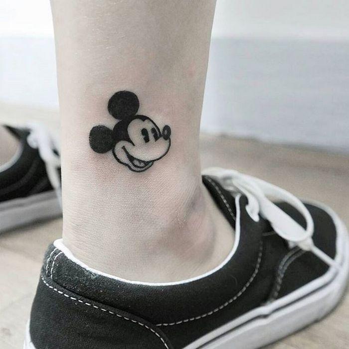 49 tatuagens pequenas para tornozelos que vão te encantar: são discretas e lindas! 43