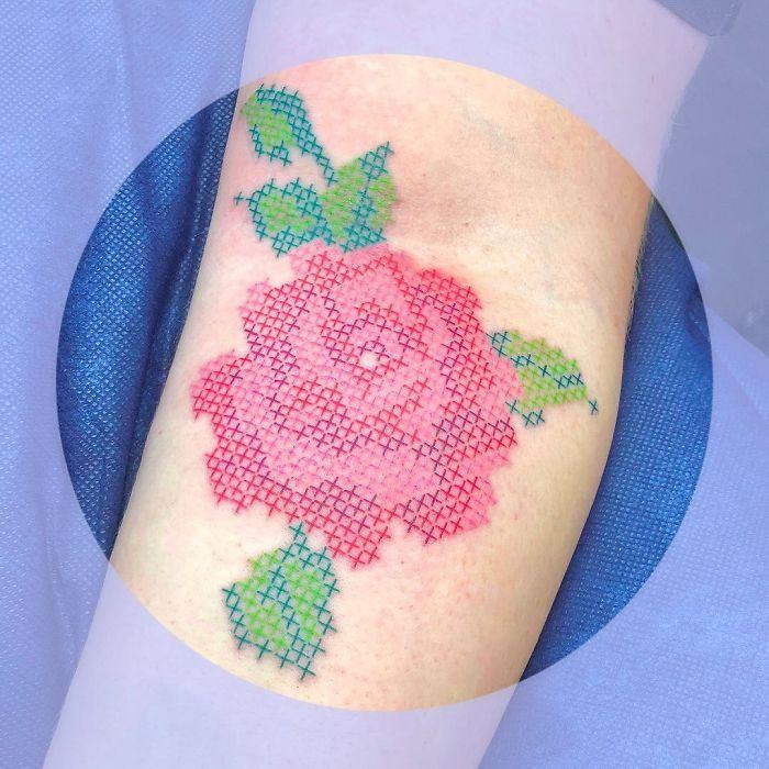 Artista cria tatuagens que parecem remendos costurados e aqui estão 44 de suas obras mais impressionantes 34