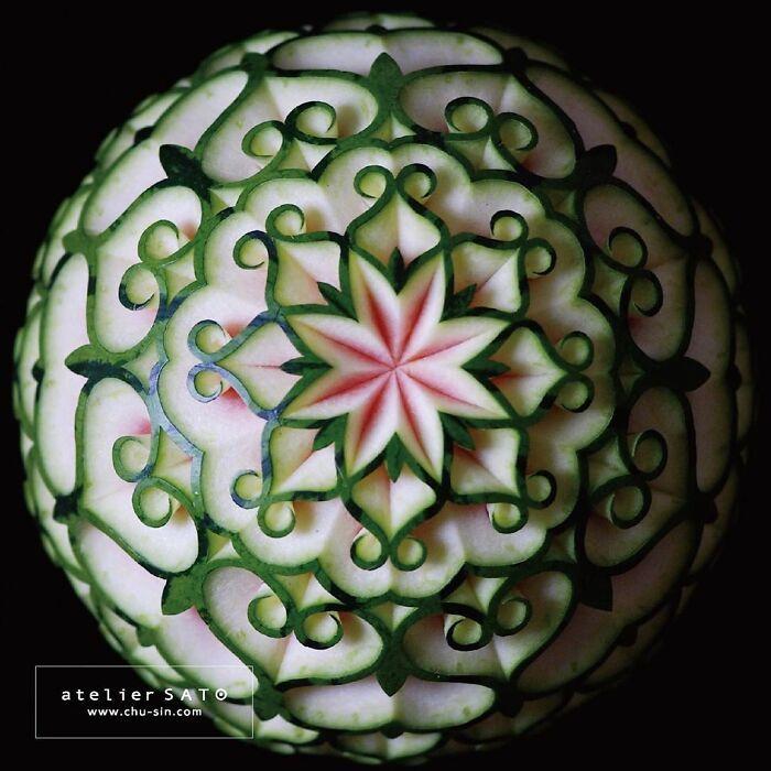 Artista japonês esculpe à mão padrões e ornamentos em comida 7