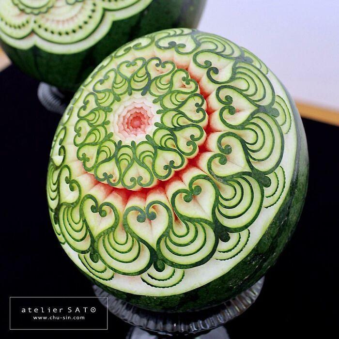 Artista japonês esculpe à mão padrões e ornamentos em comida 12