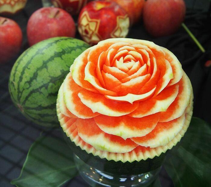 Artista japonês esculpe à mão padrões e ornamentos em comida 13
