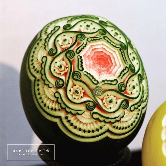 Artista japonês esculpe à mão padrões e ornamentos em comida 16