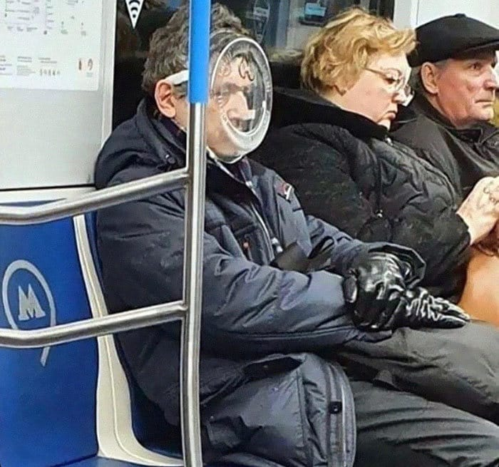 Esta página do Instagram está postando as máscaras do coronavírus mais ridículas vistas no metrô 2