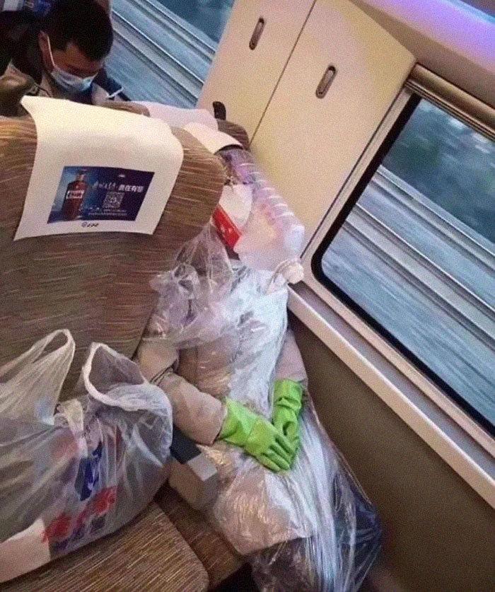Esta página do Instagram está postando as máscaras do coronavírus mais ridículas vistas no metrô 5
