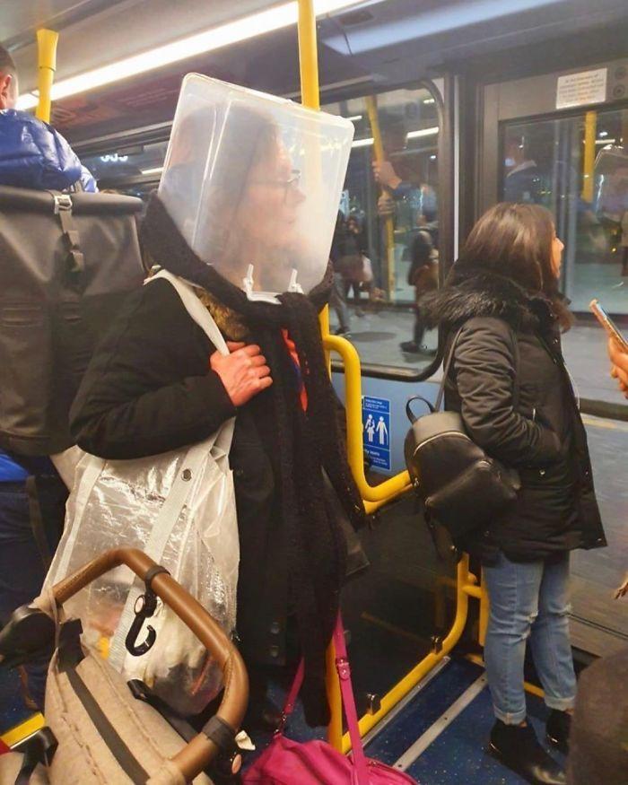 Esta página do Instagram está postando as máscaras do coronavírus mais ridículas vistas no metrô 19