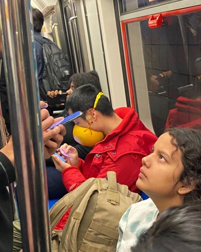 Esta página do Instagram está postando as máscaras do coronavírus mais ridículas vistas no metrô 25