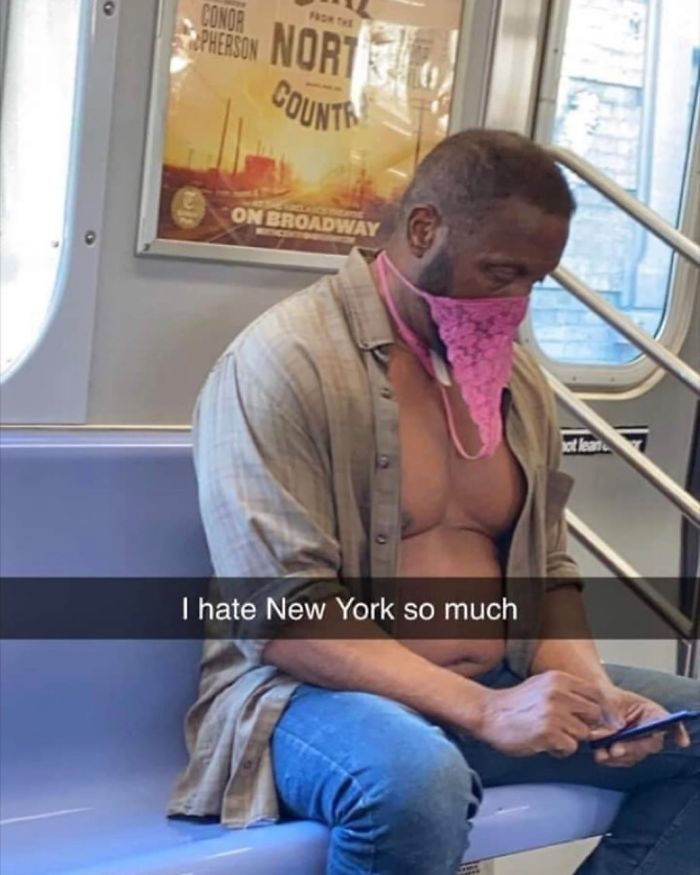 Esta página do Instagram está postando as máscaras do coronavírus mais ridículas vistas no metrô 33