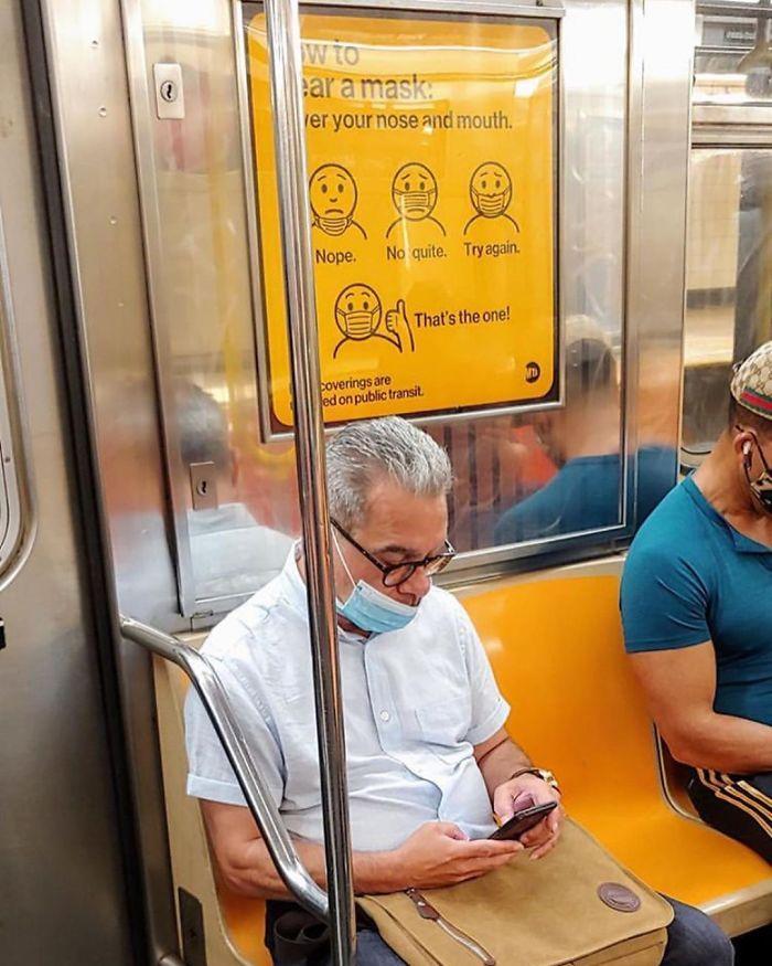 Esta página do Instagram está postando as máscaras do coronavírus mais ridículas vistas no metrô 34