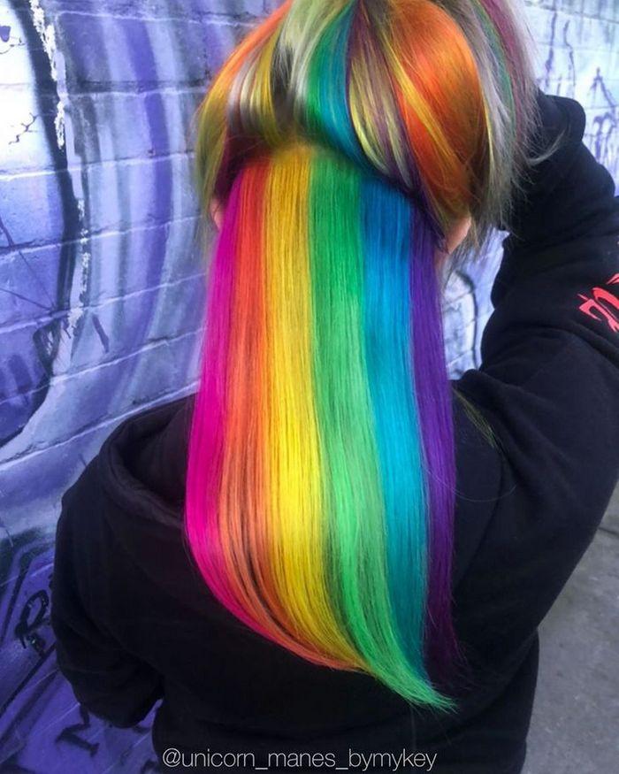 Um cabeleireiro australiano que transforma o cabelo em arco-íris 2