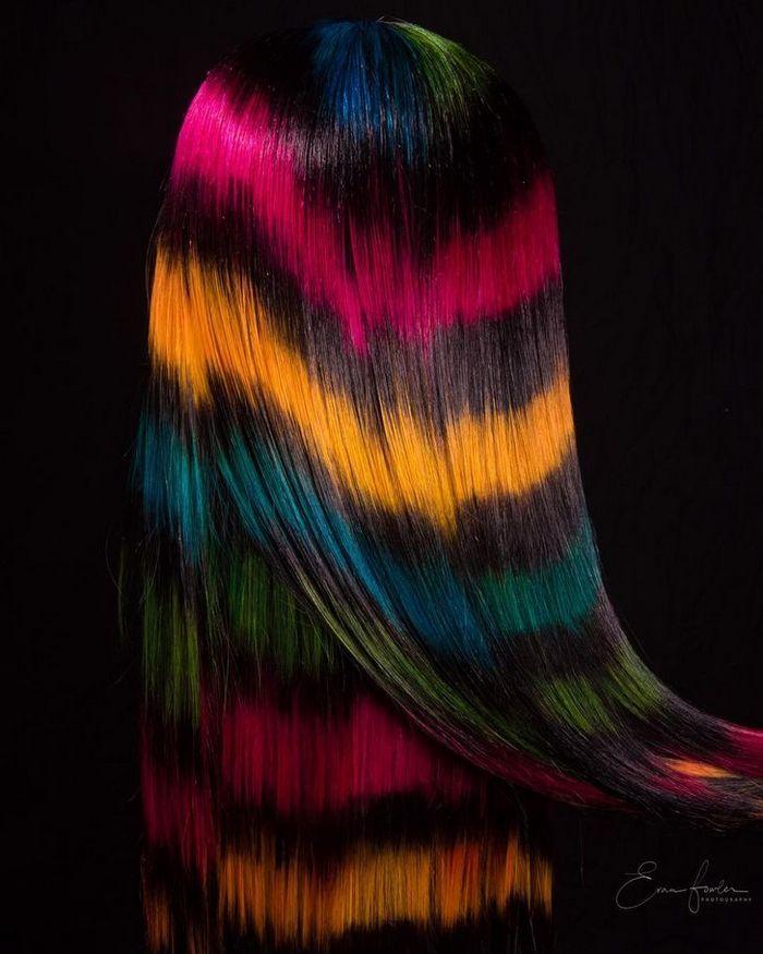 Um cabeleireiro australiano que transforma o cabelo em arco-íris 3
