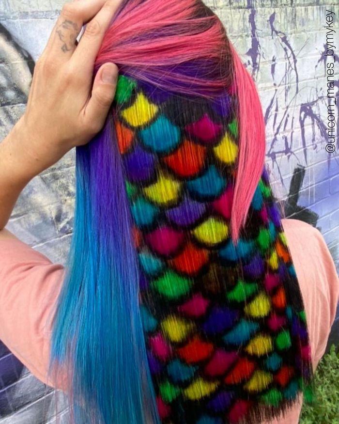 Um cabeleireiro australiano que transforma o cabelo em arco-íris 7