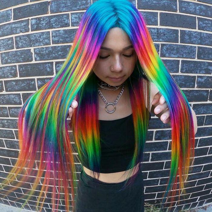 Um cabeleireiro australiano que transforma o cabelo em arco-íris 10