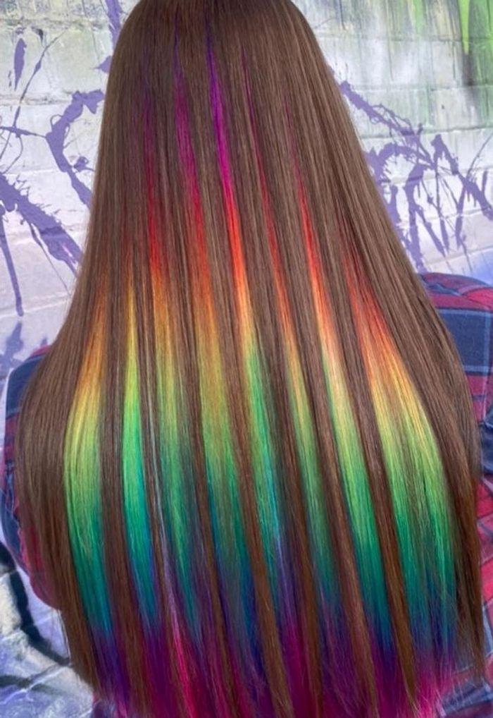 Um cabeleireiro australiano que transforma o cabelo em arco-íris 12