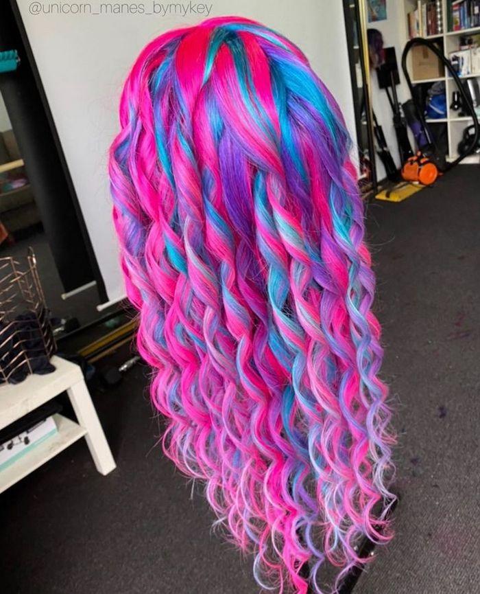 Um cabeleireiro australiano que transforma o cabelo em arco-íris 14
