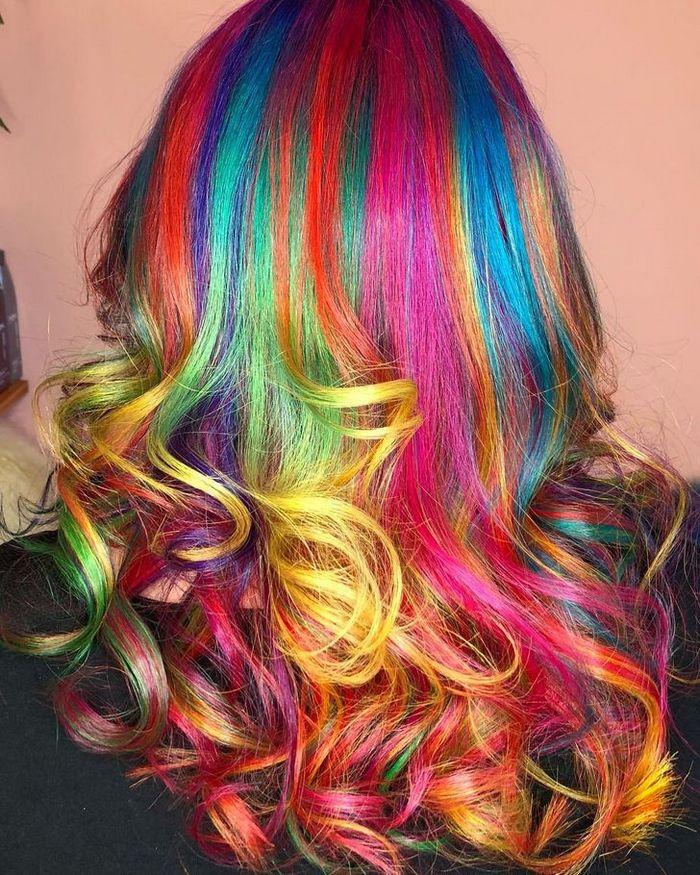 Um cabeleireiro australiano que transforma o cabelo em arco-íris 16