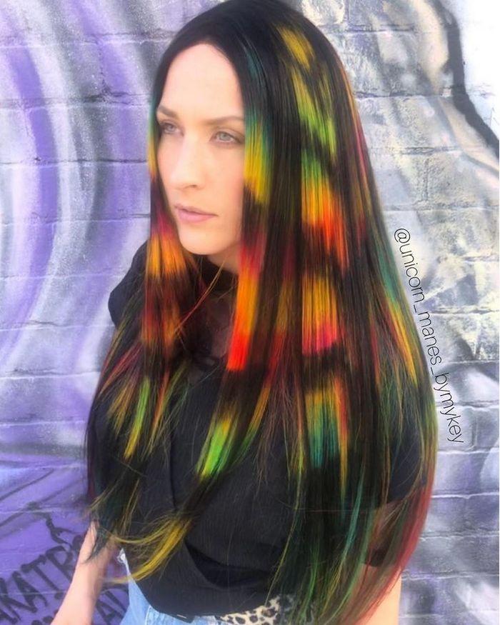 Um cabeleireiro australiano que transforma o cabelo em arco-íris 21