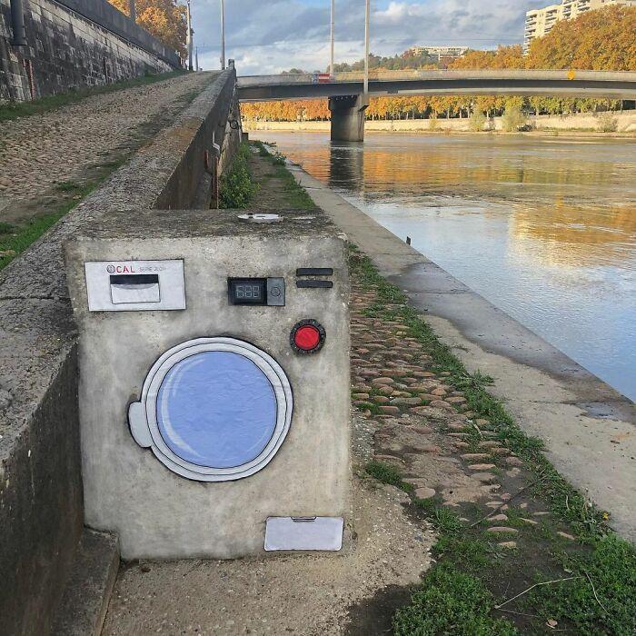 Artista francês espalha humor em espaços urbanos por meio de sua arte 9