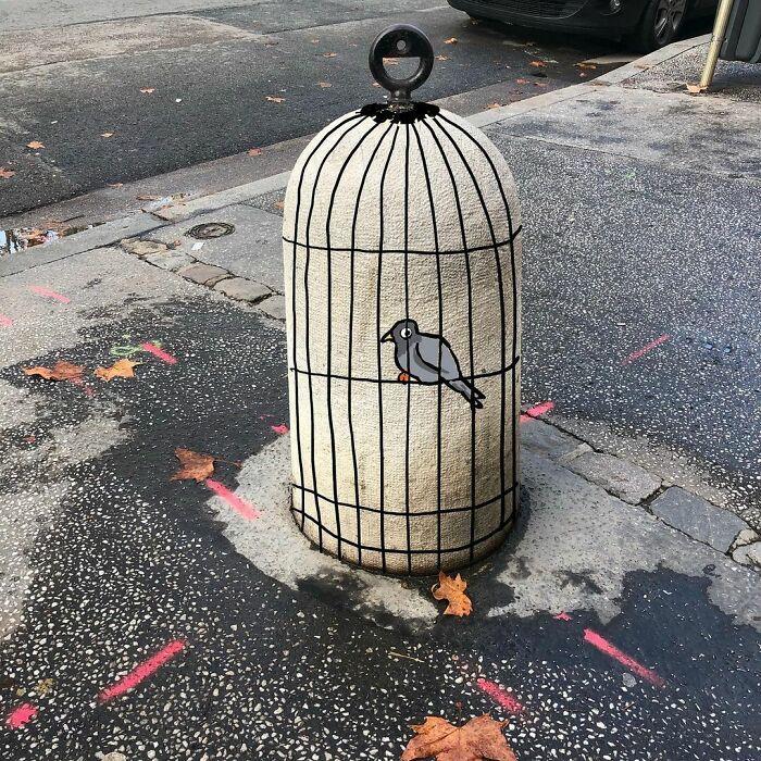 Artista francês espalha humor em espaços urbanos por meio de sua arte 11