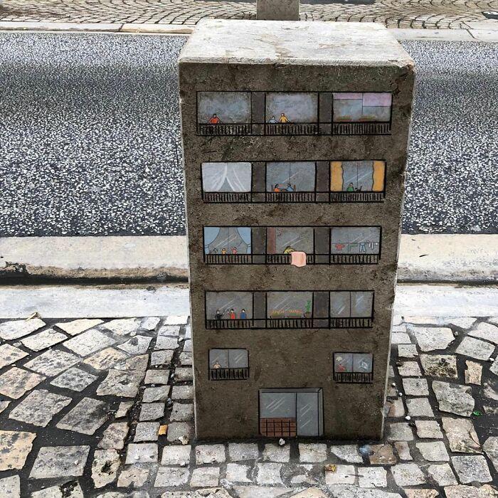 Artista francês espalha humor em espaços urbanos por meio de sua arte 32